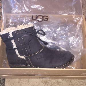 e9c858decc2 UGG Cove short boot